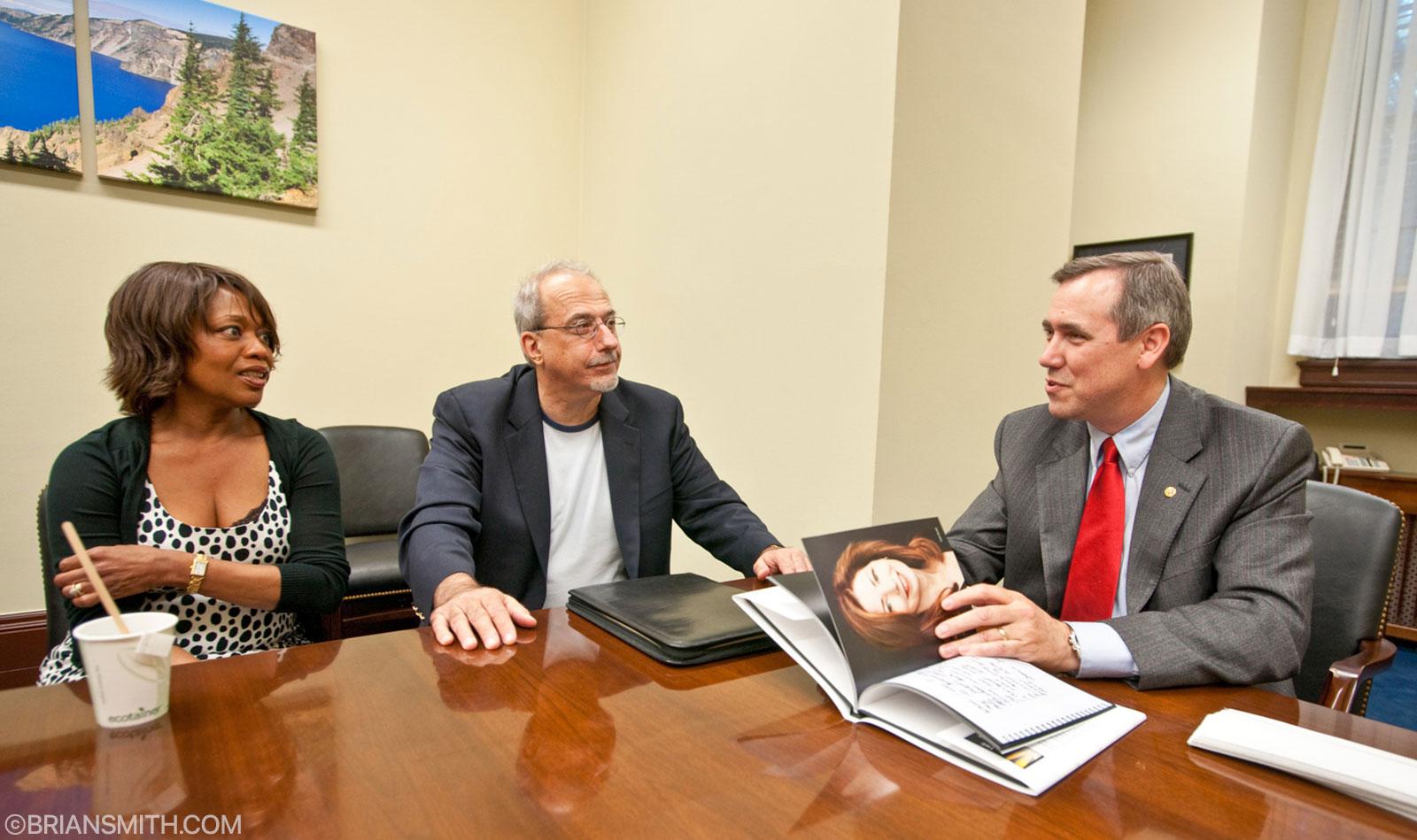 Alfre Woodard & Tom Fontana of The Creative Coalition meet with Senator Jeff Merkley