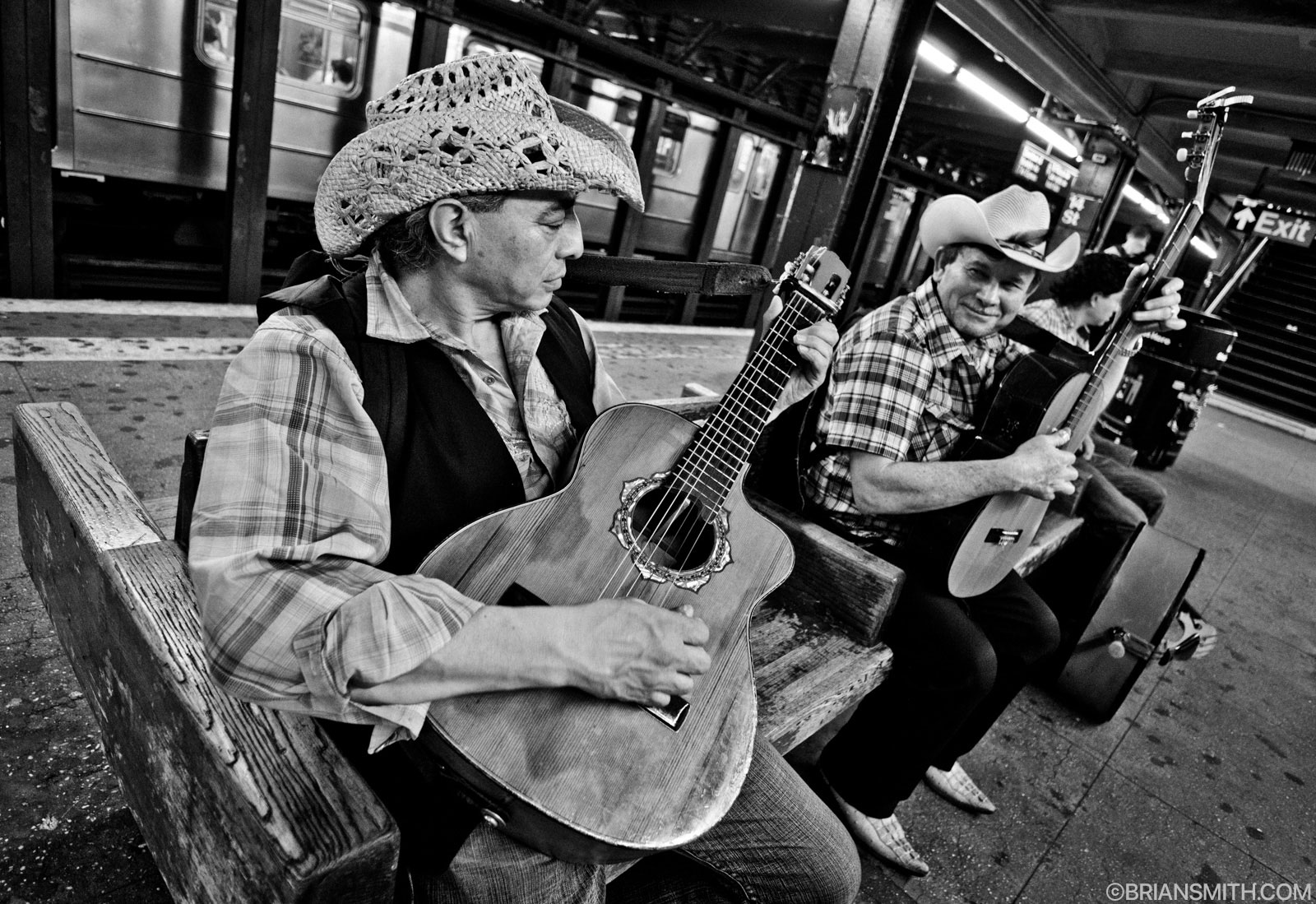 mariachi on new york subway photographed with Zeiss Touit 12mm/2.8