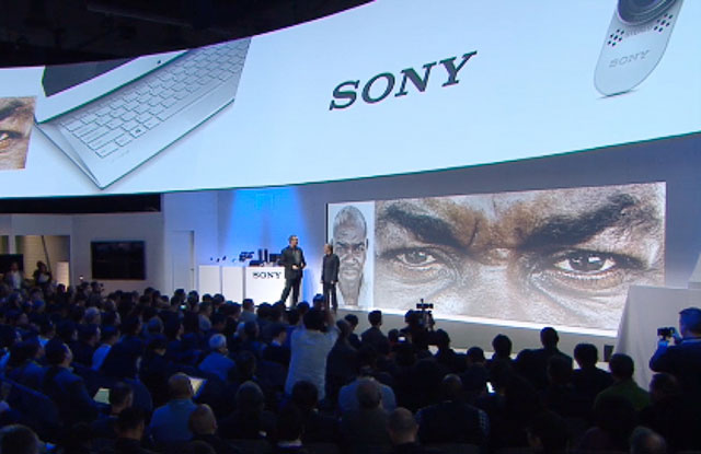 Brian Smith and Sony President Mike Fasulo at CES 2014